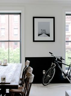 Half Black wall - A Uniquely Renovated Brooklyn Brownstone. Brooklyn Brownstone, New York Brownstone, Brooklyn Apartment, Half Painted Walls, Half Walls, Black Walls, White Walls, Demis Murs, Two Tone Walls