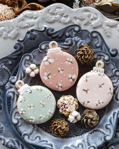 ㆍ ㆍ ㆍ ㆍ A코스 정규 세번째 시간~~^^ 고급진 크리스마스 쿠키만들기!!! ㆍ 목화솜도 아이싱으로~^ ㆍ 누구나 고급진 컬러를 만드실 수 있어요~^^ 인블러썸 클래스라면요... #yooying Christmas Sugar Cookies, Christmas Sweets, Christmas Gingerbread, Christmas Baking, Gingerbread Cookies, Iced Cookies, Royal Icing Cookies, Fun Cookies, Chocolate Cookies