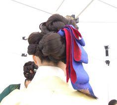 daeng-gi 댕기 korean hair ribbon modern I'm sure but gorgeous