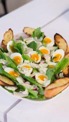 Pääsiäisen caesarsalaatti | Maku Salsa Verde, Avocado Egg, Cobb Salad, Cantaloupe, Eggs, Healthy Recipes, Fruit, Breakfast, Food