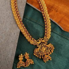 The Ultimate Brand To Shop Aritificial Antique Jewellery Online! Gold Bangles Design, Gold Earrings Designs, Gold Jewellery Design, Gold Temple Jewellery, Gold Wedding Jewelry, Gold Jewelry, Gold Necklace, Antique Jewellery Online, Antique Jewelry