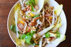 witlofsalade met paddenstoelen en noten