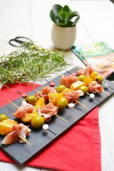 Brochettes de jambon de parme, d'olives et d'orange