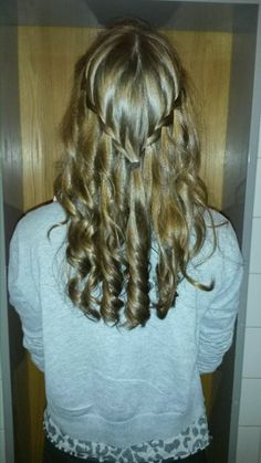 Curly me :D I was so proud when my hair still was curled after 4 hours at school... xoxo Lucy