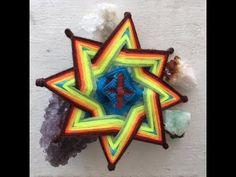 Tutorial para tejer un Ojo de Luz (Escuela Radio Visual) - YouTube Estrella Cardinal, God's Eye Craft, Mobiles, Gods Eye, Dream Catcher, Eyes, Crochet, Pattern, How To Make