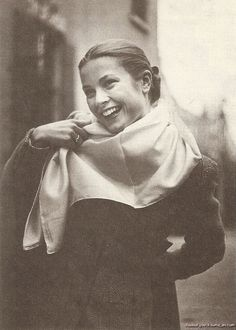 Model Grace, 1951. That smile! ♥ She loved scarves with suits, blouses & coats.