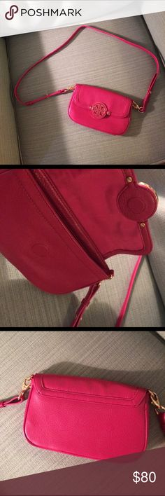Tory Burch 'Amanda' Crossbody Bag Gently loved Crossbody that can also be used as a clutch. Perfect for a night on the town. Three credit card slots inside. Magnetic closure. Tory Burch Bags Crossbody Bags