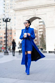 Impactful, easy to style, and uplifting, monochromatic outfits are my go-to every winter season. All blue is one of my favorite combos. Monochrome Outfit, Monochrome Fashion, Blue Fashion, Fashion Outfits, Fashion Trends, Fashion Hacks, Punk Fashion, Petite Fashion, Street Fashion