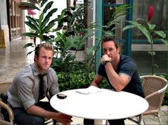 This is my absoult fave pic of #AlexOLoughlin n #ScottCaan pic!! @alavenia @SurfBelle2 @aussieannie_au wow!!
