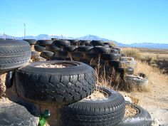 The foundations are made from tires. Glass bottles and cement are used to fill in the cracks – more for the purpose of reusing materials than for the fact that these items are perfect fillers.