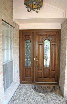 This beautiful front door is so inviting!