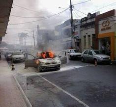 Noticiário de Hoje: Carro pega fogo em frente à Câmara de Vereadores d...