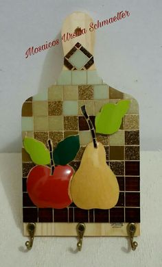 Mosaico Picassiète Mosaic Projects, Projects To Try, Paint And Sip, Wall Plaques, Mosaic Art, Fused Glass, Crafty, Christmas Ornaments, Holiday Decor