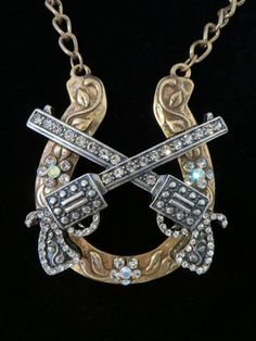 COWGIRL Bling STUNNING Pistols GUNS Rhinestones HORSESHOE Western Necklace SET BAHA RANCH WESTERN WEAR EBAY SELLER ID SOLOEDITION
