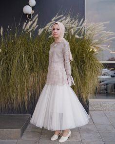 Wedding Guest Skirt Outfit Bridesmaid 17 Ideas For 2019 Kebaya Muslim, Kebaya Hijab, Kebaya Dress, Dress Pesta, Muslim Dress, Dress Brokat Muslim, Hijab Gown, Hijab Dress Party, Hijab Outfit