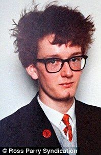 All 21 of these youngsters would go on to become the most famous faces in Britain. How many of these household names can you identify from their school picture? Pulp Band, Family Quiz, Jarvis Cocker, Britpop, Farm Hero Saga, School Pictures, Going Back To School, Jamie Oliver, 16 Year Old