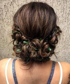 30 Chic Messy Updos for Long Hair Shaved Side Hairstyles, Work Hairstyles, Trending Hairstyles, Pretty Hairstyles, Messy Chignon, Low Updo, Braids With Shaved Sides, Simple Prom Hair, Mohawk