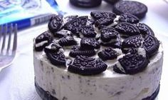Oreo no bake cheesecake is a simple and delicious dessert. It is made with Oreo vanilla cookies, cream cheese, and whipping cream. Make and share this super delicious cheesecake recipe from www. Oreo Desserts, Oreo Cake Recipes, Delicious Desserts, Dessert Recipes, Chocolate Recipes, Health Desserts, Baked Oreo Cheesecake Recipe, Cookies And Cream Cheesecake, Easy Cheesecake Recipes