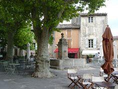 Place du village de Gordes : Provence (par curry15)