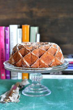 delicioso y aromático bizcocho bundt de limón, perfecto para completar un buen desayuno o merienda. Receta fácil con foto.