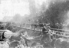 klondike gold rush | Klondike Gold Rush crowd follow the 5th Regiment leaving the C.P.R ... Vintage Pictures, Cool Pictures, Skagway Alaska, Gold Miners, Call Of The Wild, Gold Rush, Back In The Day, Vancouver, The Past