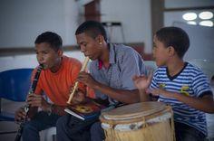 Los niños y tambores de Manatí