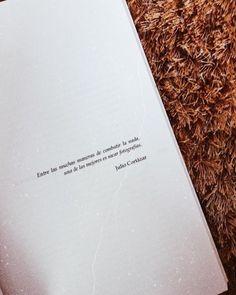 «Entre las muchas maneras de combatir la nada, una de las mejores es sacar fotografías» La ciclista de las soluciones imaginarias y es de #EdgarBorges, escritor venezolano que desconocía antes de obtener esta historia.  #michelleuzreadings #book #LaCiclistadelassolucionesimaginarias #michelleuz #bookoftheday #juliocortázar #qotd #cita #quote (en La Guaira, Venezuela)