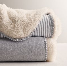 extra-inviting stroller blanket. soft jersey on one side. snuggly sherpa fleece on the other. #rhbabyandchild