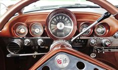 The 1959/1960 Chevy Impala's dashboard was both symmetrical and appealing.