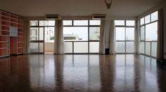 O mais modernista do bairro, com vista para o vale do Pacaembú   Special Properties   3 dormitórios, sendo 1 suíte   297m²   2 vagas   Valor de Venda: R$ 2.500.000,00   Condomínio: R$ 2.300,00   IPTU: R$ 915,00