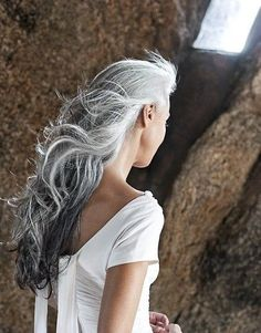 YASMINA ROSSI - i hope my hair looks like this when its white and gray. Long Gray Hair, Silver Grey Hair, Silver Ombre, Short Hair, Pelo Color Plata, Pelo Natural, Natural Brown, Corte Y Color, Natural Hair Styles