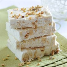 Nougat moelleux - deline L - ricetta No Cook Desserts, Dessert Recipes, French Desserts, Nougat Bar, Caramel Recipes, Chocolate Desserts, Chocolate Decorations, Sweet Recipes, Sweet Tooth