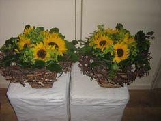 Lina v d Berg foto is gemaakt voor de buffet tafels van de familie dag twee #kransen gelijmd en daar in zonnebloemen met bereklauw en beuke...