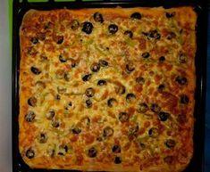 Σπιτική πίτσα Απαραίτητα προϊόντα: για τη ζύμη: 500 γραμμάρια αλεύρι 1 πακέτο ξηρής μαγιάς 200 ml και νερό (χλιαρό) 1 αυγό 2 κουταλιές λάδι 1 κουταλιά της σούπας ξύδι αλάτι για γεύση: σάλτσα ντομάτας (σπιτική) πιπέρι ελιές λουκάνικο τυρί Εκτέλεση: Διαλύστε τη μαγιά με τη ζάχαρη στο νερό και περιμένετε να αφρίσει. Σε ένα μπολ […] The post Σπιτική πίτσα appeared first on Η Μαγειρική ανήκει σε όλους.