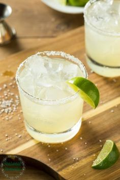Easy Homemade Margarita Recipe - Seasonal Memories Looking for an easy Homemade Margarita Recipe? Look no farther! This homemade margarita recipe is sweet, tart, & perfectly boozy for any occasion. Pizza Margarita, Easy Margarita Recipe, Skinny Margarita Recipes, Classic Margarita Recipe, Margarita Mix, Margarita Recipe With Agave Syrup, Cadillac Margarita Recipe, Recipes, Strawberry Margarita