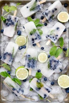 Blueberry Mojito Popsicles Source: Broma Bakery Where food lovers unite. Frozen Desserts, Frozen Treats, Cute Food, Yummy Food, Tasty, Blueberry Mojito, Blueberry Popsicles, Fruit Popsicles, Alcoholic Popsicles