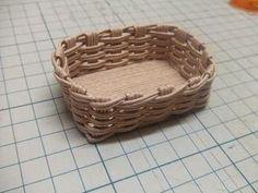 半端ひもで・ミニカゴの作り方(底フラット) - 手作り記録 Diy Dollhouse, Wicker Baskets, Miniatures, Decor, Decoration, Decorating, Minis, Woven Baskets, Deco