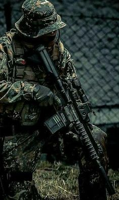 Build Your Sick Cool Custom Assault Rifle Firearm With This Web Interactive Firearm Builder with ALL the Industry Parts - See it yourself before you buy any parts Indian Army Special Forces, Special Forces Gear, Army Pics, Military Pictures, Airsoft, Military Police, Military Art, Army Wallpaper, Special Ops