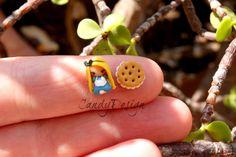 Alice in wonderland, stud earring