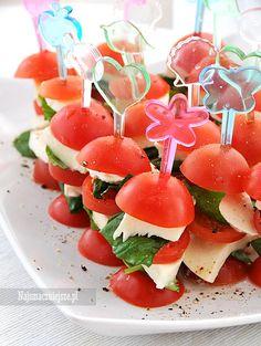 Koreczki pomidorowe z serem mozzarella, koreczki z mozzarellą, koreczki z pomidorami, http://najsmaczniejsze.pl #food #koreczki #mozzarella
