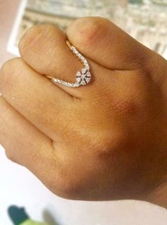 How To Choose Jewelry Gold Jewelry Simple, Gold Rings Jewelry, Gold Bangles, Pendant Jewelry, Gold Ring Designs, Gold Earrings Designs, Gold Jewellery Design, Diamond Jewellery, Diamond Earrings
