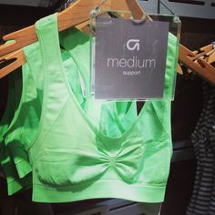 I really want to wear this crop at Be:Fit London - super cute, bright & refreshing from @UKGap What do you think girlies?!