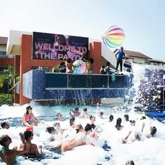 How would you like to come party at Breathless Punta Cana? #foamparty #poolparty #livebig