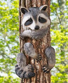 Animal Tree Hugger Ceramic Yard Lawn Decor Country Lodge Fox Raccoon Bear Squirrel