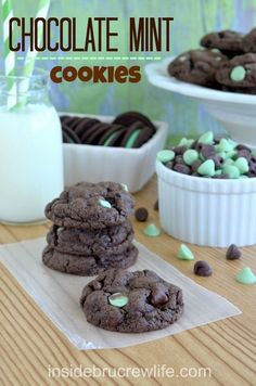 Chocolate Mint Cookies - easy chocolate cake mix cookie filled with Oreo cookie chunks and mint chocolate pieces #Oreo #cookies
