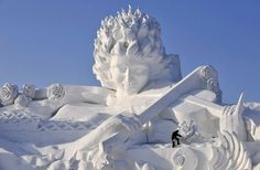 Ice festival in Harbin, China. Opens annually on Jan. Winter Wonderland at China's Harbin Ice and Snow Festival. Fairy tale palaces, towering pagodas and skyscrapers — all carved from ice. The festival will last for a month. Harbin, Snow Sculptures, Sculpture Art, Ice Art, Snow Art, Festivals Around The World, Snow And Ice, Jolie Photo, Snow Queen