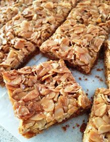Recipe Crunchy almonds on shortcrust pastry by Damy – recipe from the Desserts & Confectionery category Mexican Dessert Recipes, Italian Desserts, Easy Desserts, Potluck Desserts, Italian Recipes, Biscuit Cupcakes, Biscuit Cookies, Shortbread, Desserts With Biscuits