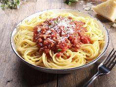 Der absolute Spaghetti-Klassiker: Pasta mit Hackfleischsauce (Bolognese) - smarter - Zeit: 30 Min. | eatsmarter.de