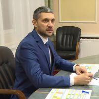 Российский губернатор не смог сдержать слез после вопроса о проблемах многодетной семьи