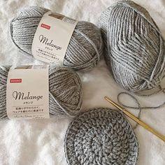 編み物好きにも大人気!ダイソーの「メランジ毛糸」を使ったアイデア特集♡ - LOCARI(ロカリ)